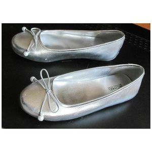 New MK White Silver Flats Slip-on Girls Size 4